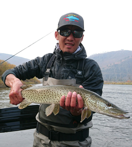 Zolboo grew up in the valley where Genghis Khan was born and was an avid fisherman (and poacher) before joining WWF's taimen conservation campaign in 2010. Since joining MRO in 2011, he has devoted his time to protecting taimen and now releases all of his fish. In 2015, he won the Mongolian national fly-casting championship.